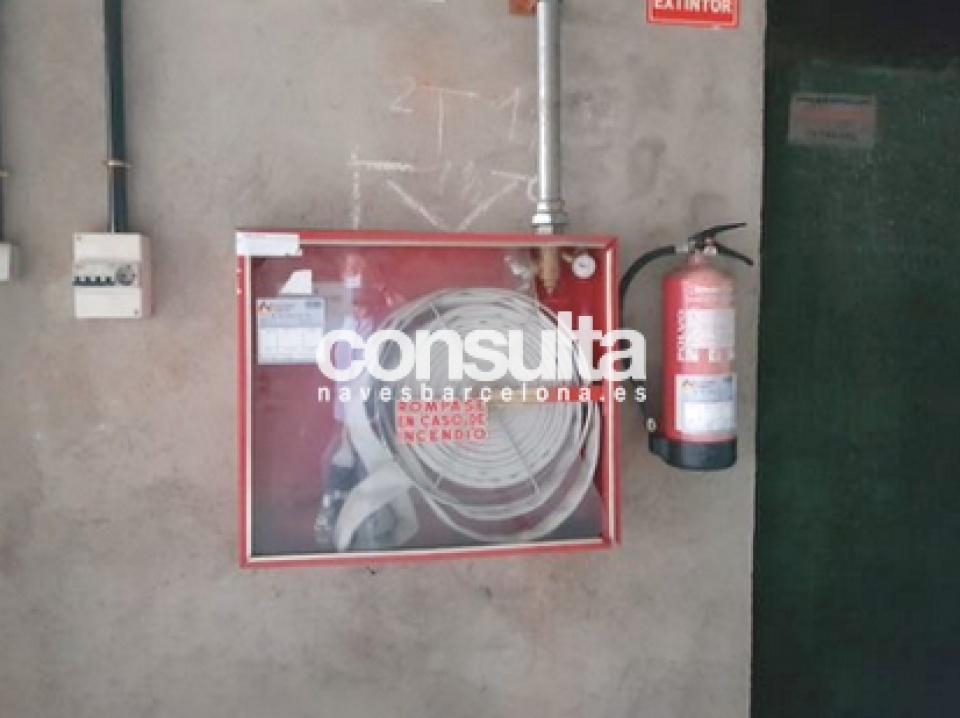 Nave comercial-Industrial en alquiler y venta en Terrassa